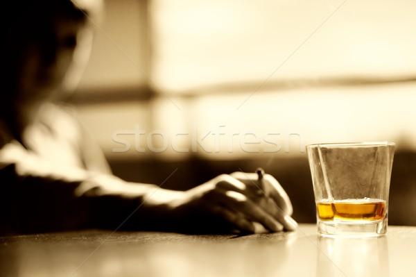 Dohányzás férfi üveg whisky szivar kéz Stock fotó © Nejron