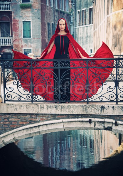Nő piros köpeny híd víz város Stock fotó © Nejron
