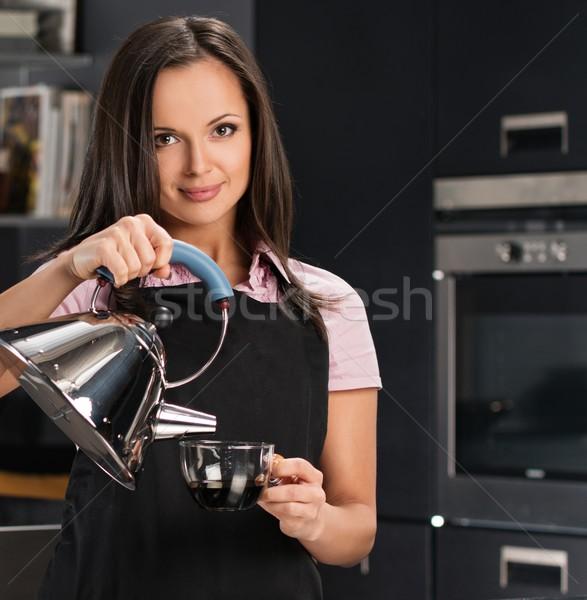 Vrolijk jonge vrouw schort moderne keuken Stockfoto © Nejron