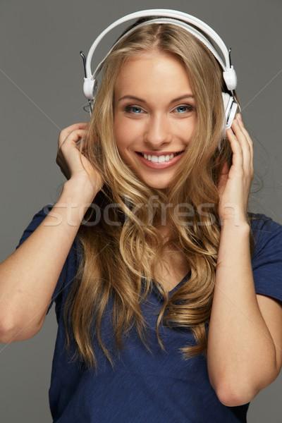 Positif jeune femme cheveux longs yeux bleus musique sourire Photo stock © Nejron