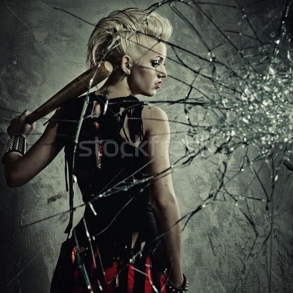 Punk nina bate detrás vidrios rotos cara Foto stock © Nejron