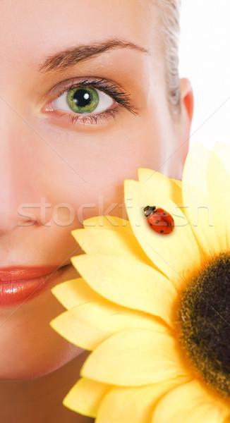 Dziewczyna zielone oczy słonecznika piękna młoda kobieta twarz Zdjęcia stock © Nejron
