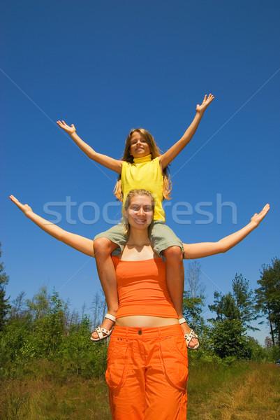девушки оружия широкий открытых Blue Sky за Сток-фото © Nejron
