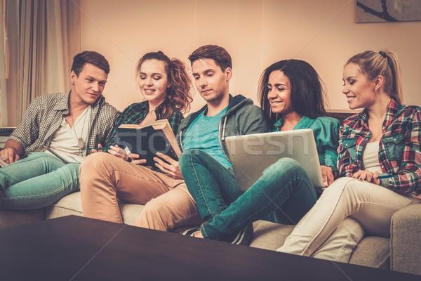 Grup Öğrenciler sınavlar daire iç bilgisayar Stok fotoğraf © Nejron