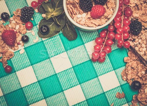 Wenig Schüssel Müsli frischen Beeren Tischdecke Stock foto © Nejron