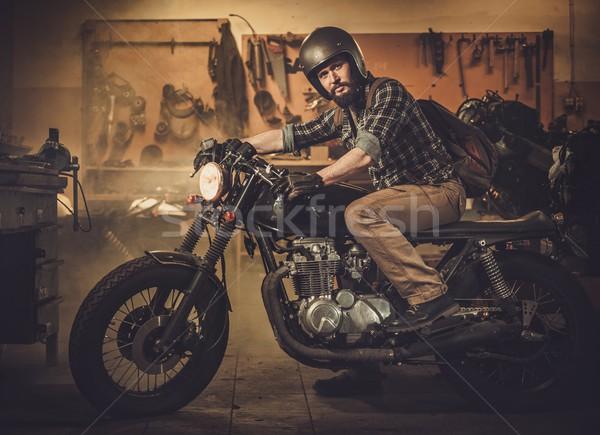 Bağbozumu stil motosiklet gümrük garaj adam Stok fotoğraf © Nejron