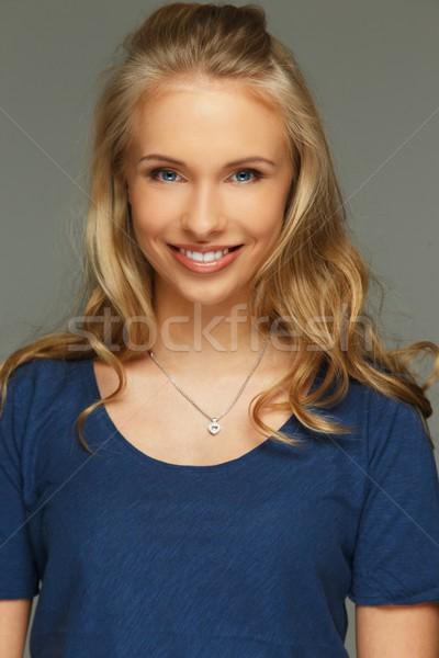 Positif jeune femme cheveux longs yeux bleus femme sourire Photo stock © Nejron