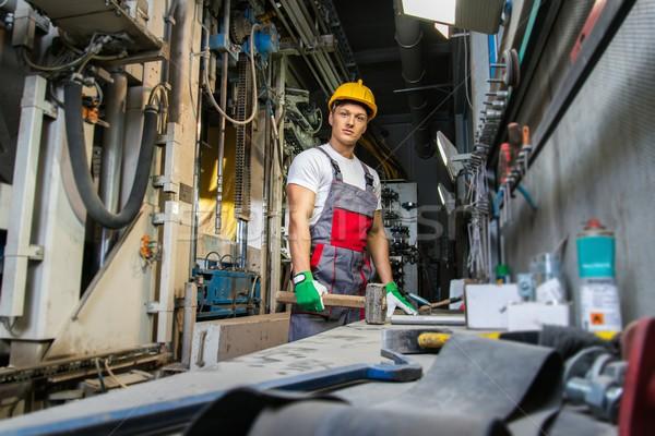 Werknemer veiligheid hoed machines kamer fabrieksarbeider Stockfoto © Nejron