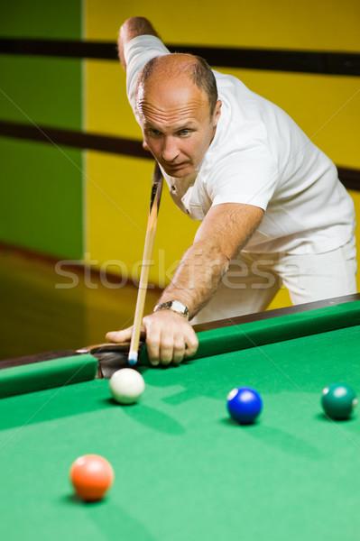 Férfi játszik biliárd sport zöld medence Stock fotó © Nejron