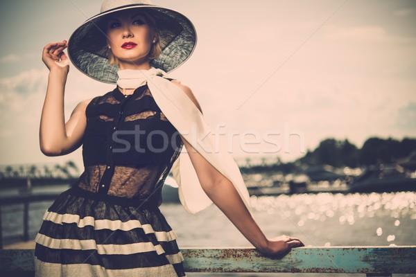 Nő fehér kalap sál áll öreg Stock fotó © Nejron