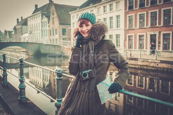 Vrouw toeristische kanaal België gebouw brug Stockfoto © Nejron