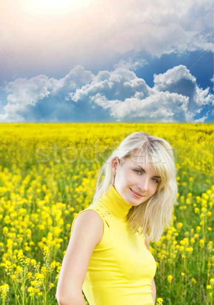 Belle jeune femme champ de fleurs ciel fleurs fille Photo stock © Nejron