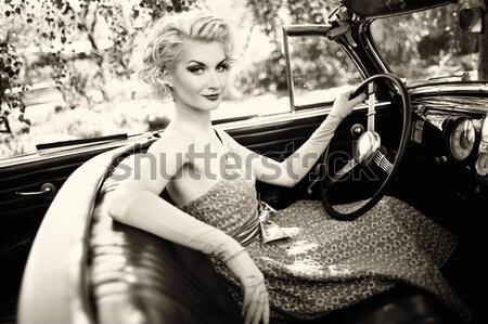 Femme rétro portrait fille mains fond Photo stock © Nejron