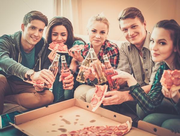 Grup genç arkadaşlar pizza şişeler Stok fotoğraf © Nejron