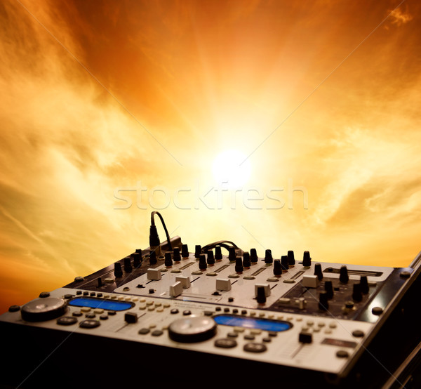Mixeur ciel nuages fête danse coucher du soleil Photo stock © Nejron