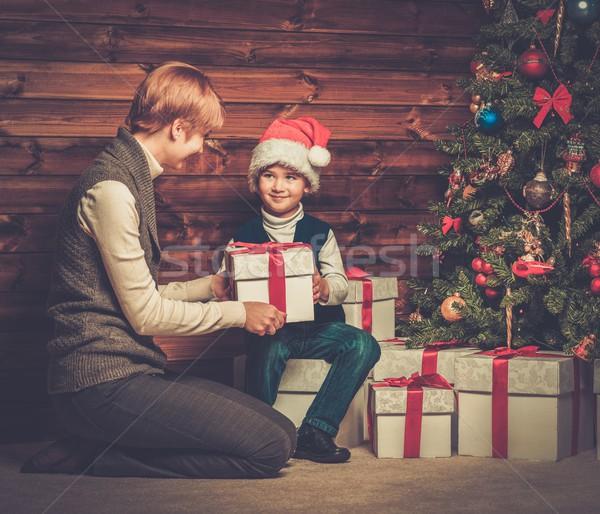 Anya kicsi fiú ajándék doboz karácsonyfa fából készült Stock fotó © Nejron