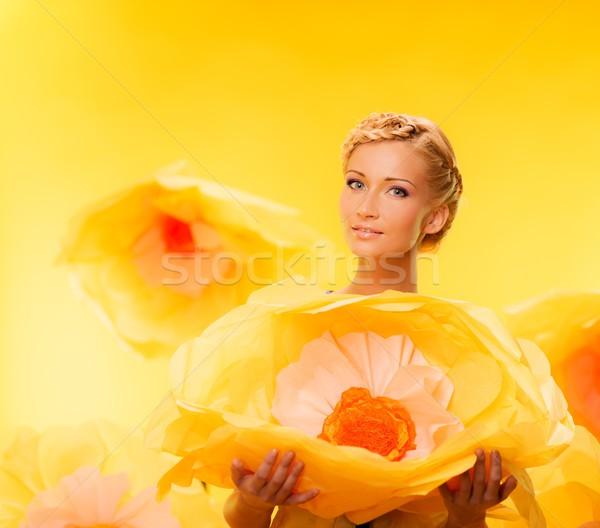 Schönen jungen heiter blond Frau halten Stock foto © Nejron