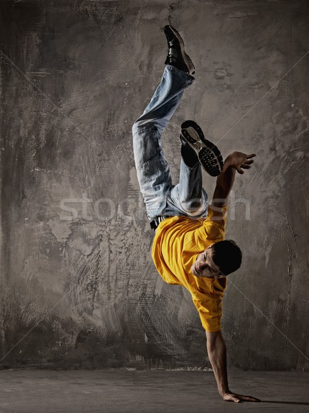 ストックフォト: 若い男 · ダンス · グランジ · 壁 · ダンス · モデル