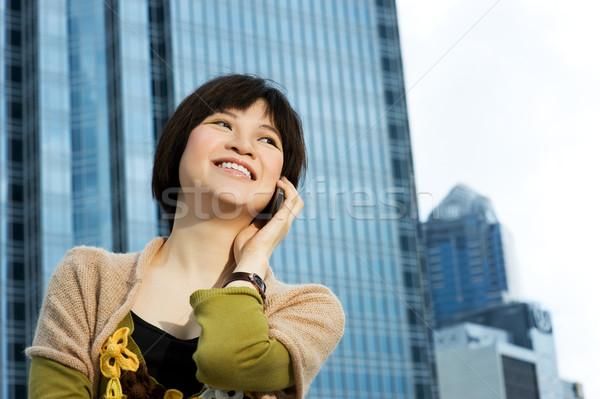 Belo chinês mulher telefone edifício moderno atrás Foto stock © Nejron