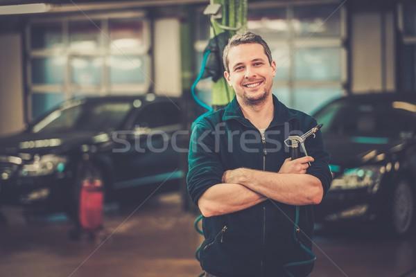Derűs férfi lomtár üzlet autó boldog Stock fotó © Nejron
