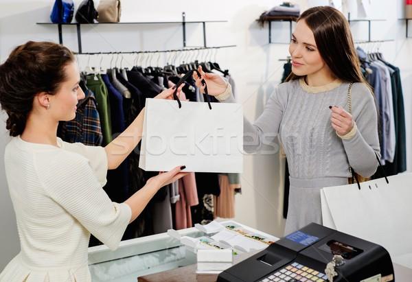 幸せ 顧客 ショッピングバッグ ファッション ショールーム お金 ストックフォト © Nejron