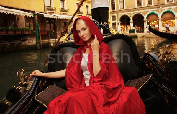 Gyönyörű nő piros köpeny lovaglás gondola épület Stock fotó © Nejron