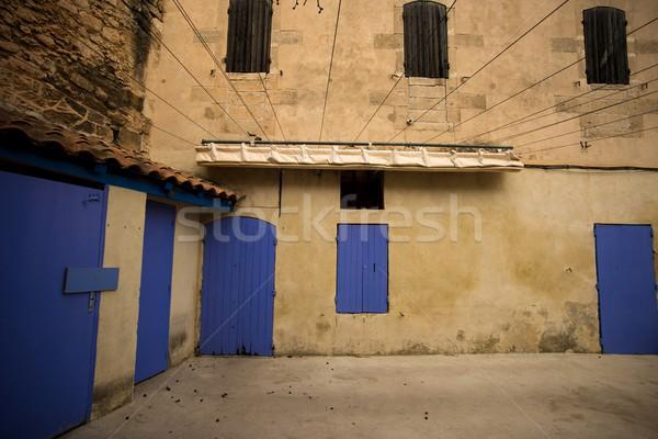 Fermé portes patio mur porte fenêtre Photo stock © Nejron