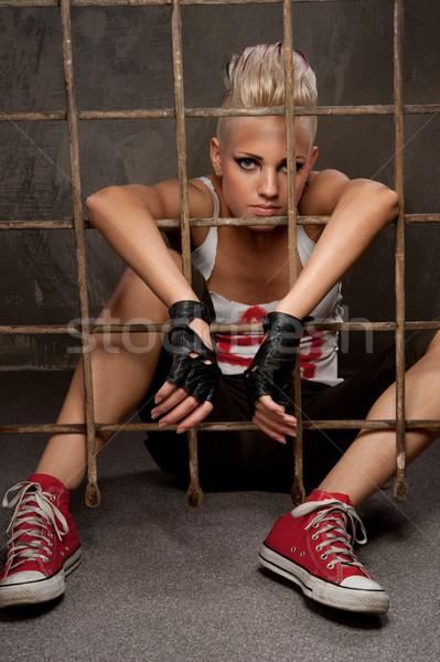 Punk ragazza dietro bar vernice rock Foto d'archivio © Nejron