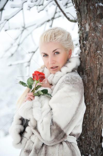 Atrakcyjny blond kobieta czerwona róża wzrosła moda Zdjęcia stock © Nejron