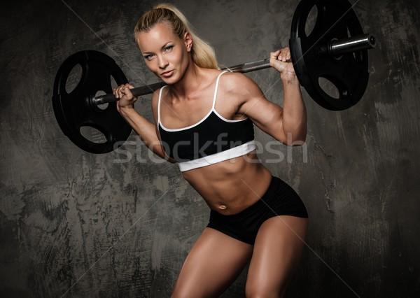Piękna muskularny kulturysta wykonywania wagi kobieta Zdjęcia stock © Nejron