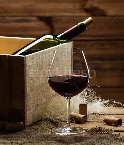 Bottiglia vetro vino rosso tavolo in legno vino rosso Foto d'archivio © Nejron