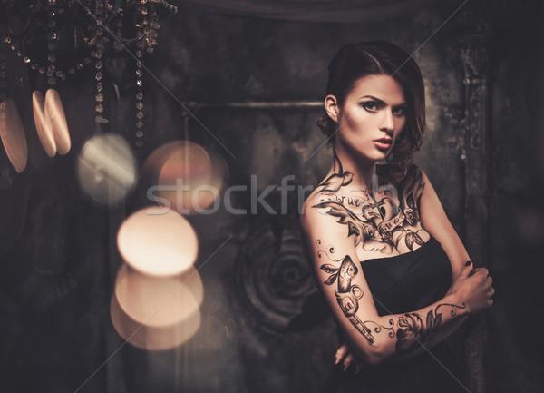 Tetovált gyönyörű nő öreg ijesztő belső lány Stock fotó © Nejron