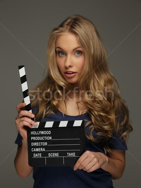 Jeune femme cheveux longs yeux bleus cinéma bord Photo stock © Nejron