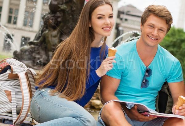 Estudantes casal final exames cidade parque Foto stock © Nejron