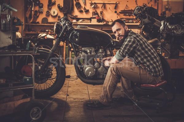 Monteur gebouw vintage stijl motorfiets gewoonte Stockfoto © Nejron
