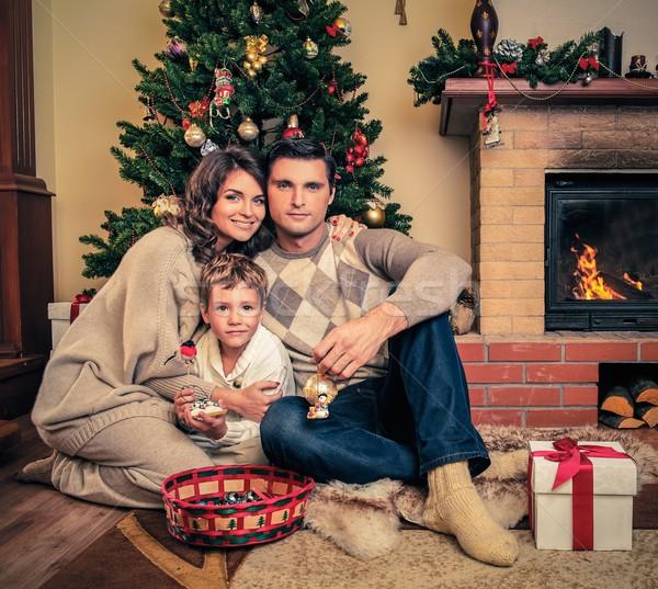 ストックフォト: 家族 · 暖炉 · クリスマス · 装飾された · 女性
