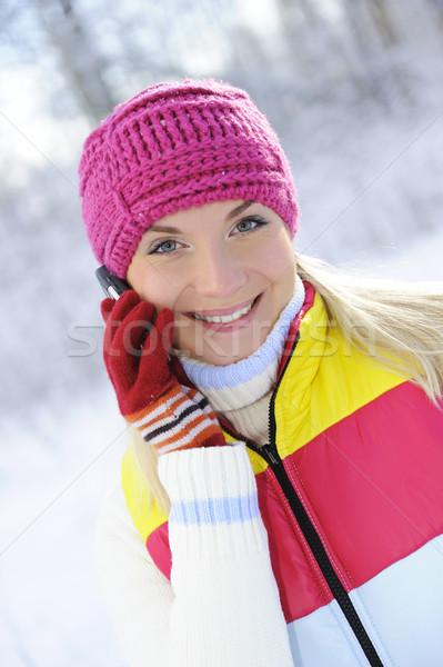 Piękna młoda kobieta mówić telefon komórkowy twarz telefonu Zdjęcia stock © Nejron