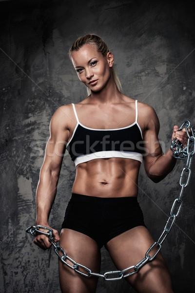 Belo muscular musculação mulher cadeias Foto stock © Nejron