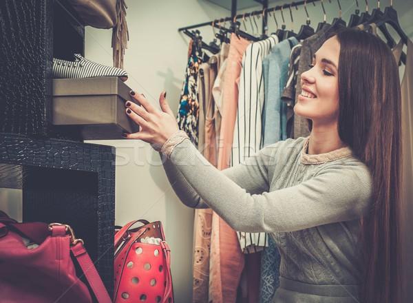 Genç kadın ayakkabı showroom kadın alışveriş Stok fotoğraf © Nejron