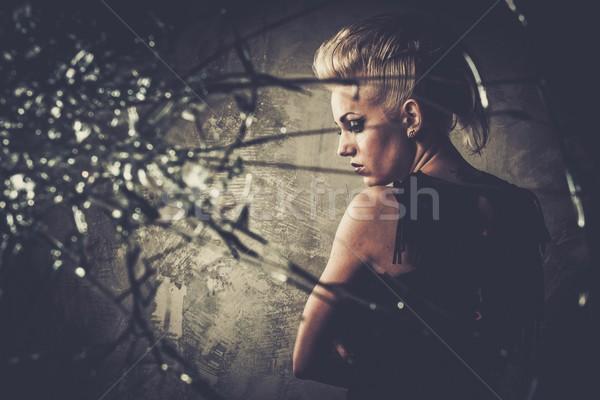 Punk meisje achter gebroken glas gezicht glas Stockfoto © Nejron
