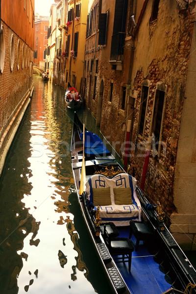 Tradizionale veneziano gondola arancione viaggio gruppo Foto d'archivio © Nejron