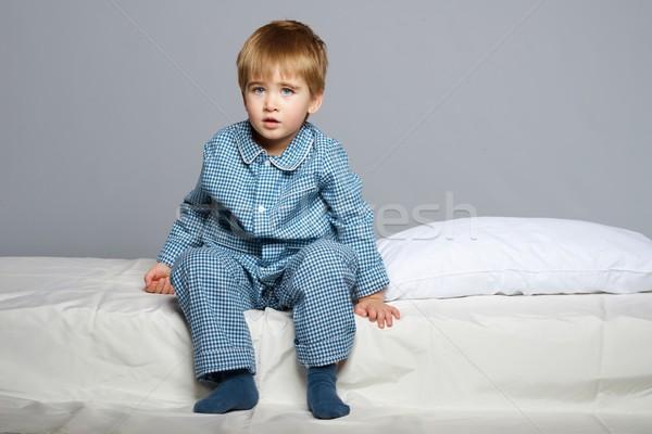 Weinig jongen Blauw pyjama bed Stockfoto © Nejron