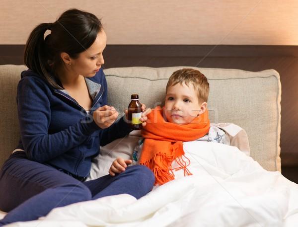 Jóvenes madre enfermos hijo cama mujer Foto stock © Nejron