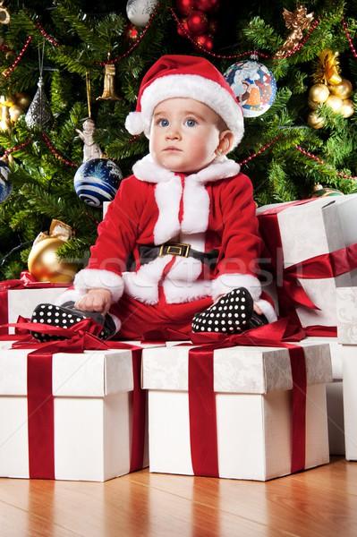 Stok fotoğraf: Küçük · erkek · oturma · hediye · kutuları · yüz