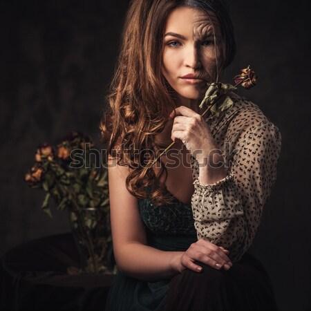 Stockfoto: Getatoeëerd · mooie · vrouw · oude · interieur · meisje