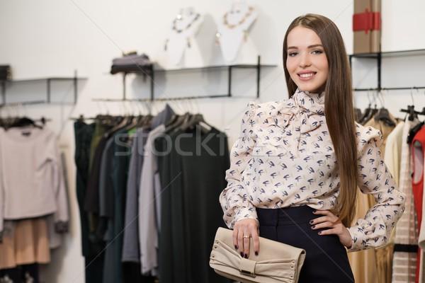 Mode jeune femme mode salle d'exposition femme Shopping Photo stock © Nejron