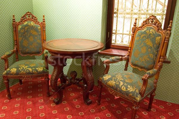 Krzesła drewna domu tabeli zielone krzesło Zdjęcia stock © Nejron