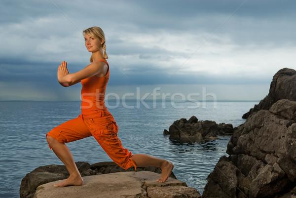 Foto stock: Hermosa · yoga · ejercicio · aire · libre · cielo