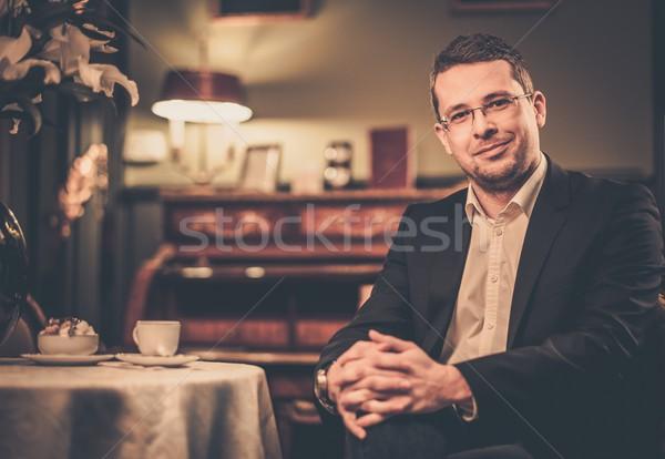 Hombre detrás mesa lujo vintage Foto stock © Nejron