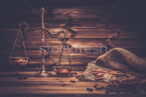 Café laiton échelles table en bois bois café Photo stock © Nejron
